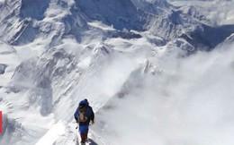 Cái chết trên đỉnh Everest và sự vô cảm đáng sợ của những người leo núi