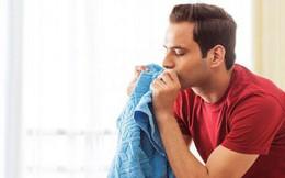 Khoa học nói: Khi stress hãy ngửi áo chưa giặt của người yêu là hết liền
