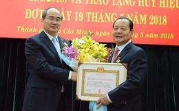 Trao huy hiệu 50 năm tuổi Đảng cho nguyên Bí thư  TP.HCM Lê Thanh Hải