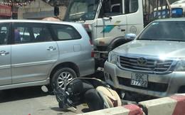 """Hiện trường tai nạn liên hoàn trên phố Hà Nội khiến dân mạng """"đau đầu"""" đi tìm nguyên nhân"""
