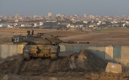 Xe tăng, máy bay chiến đấu Israel dồn dập tấn công mục tiêu trong đêm ở dải Gaza