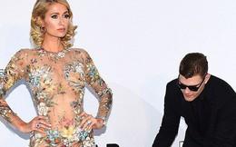 Vị hôn phu tuyệt vời của Paris Hilton: Cúi mình chỉnh váy cho vợ tạo dáng trước nhiều con mắt