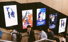 Hình ảnh Địch Lệ Nhiệt Ba tràn lan khắp ga tàu điện của Hàn Quốc: Chuyện gì đang xảy ra?