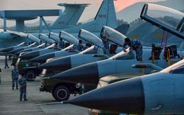 """Trung Quốc """"hô biến"""" máy bay cũ thành tiêm kích tàng hình như thế nào?"""