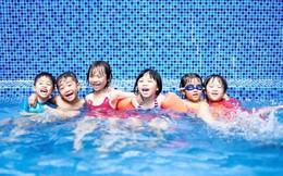"""Hành động tưởng """"chẳng có gì nghiêm trọng"""" ở bể bơi có thể khiến trẻ bị xâm hại tình dục mà cha mẹ không hề hay biết"""