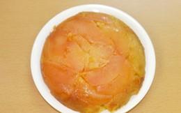 Mọi người tiếc hùi hụi nhìn cô gái đổ hết táo vào nồi cơm điện rồi nấu chín, nhưng ăn rồi ai cũng khen lấy khen để