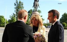 """Quyền lực """"hoa hồng"""" lợi hại của ông Putin"""