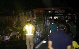 Xe khách chở 30 người lao vào vách núi, nhiều người bị thương