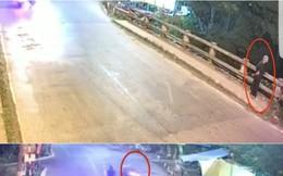 Đứng trên cầu, bà già bị 2 nam thanh niên đi xe máy tông rơi xuống nước tử vong