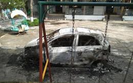Ô tô của nhà sư bất ngờ cháy đen trong trường mầm non