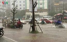 Thời tiết hôm nay: Bắc Bộ hứng chịu đợt mưa dông lớn trên diện rộng