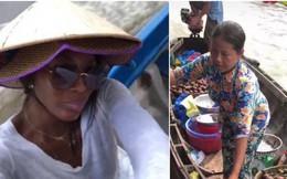 """""""Mẹ đẻ"""" The Face Naomi Campbell đội nón lá, thăm thú chợ nổi miền Tây"""
