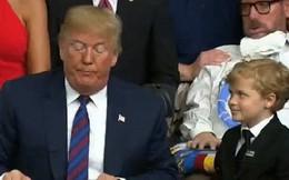 Cậu bé kiên nhẫn chờ để được ôm tổng thống Donald Trump trở thành ngôi sao sáng trên MXH Mỹ vì quá đáng yêu