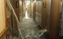 """Đi du thuyền hạng sang, nào ngờ gặp phải """"thảm họa Titanic"""""""