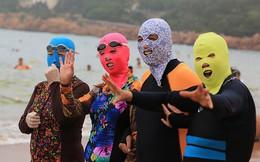 """""""Ninja biển khơi"""" - kiểu thời trang phá ngang thời tiết của chị em khi đi biển mùa hè khiến ai cũng phải phì cười"""