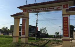 Hà Tĩnh: Kỳ lạ cổng làng xây giữa ruộng, bắc qua mương nước