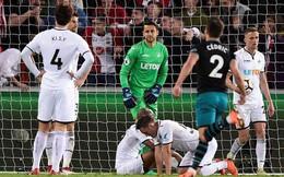 Premier League 2017/18 xác định đội bóng thứ hai xuống hạng
