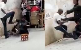 Hành hung người ăn mày giữa phố, thanh niên châu Phi bất ngờ bị người dân lao đến đánh