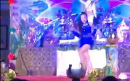 Vũ công ăn mặc hở hang nhảy múa trong chương trình mừng lễ Phật đản