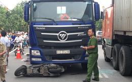 Container kéo lê xe máy, em bé 3 tuổi chết tại chỗ, bà bầu sinh con ngay hiện trường