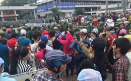 Vụ đám đông tụ tập trước cổng KCN ở Sài Gòn: Nhiều đối tượng đe dọa, ép công nhân gây rối