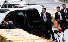 """Thượng đỉnh Mỹ-Triều: Khoảnh khắc """"ấm áp"""" hiếm hoi của vệ sĩ ông Kim Jong-un"""