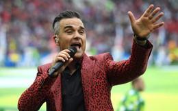 Ca sĩ Robbie Williams có hành động phản cảm, gây phẫn nộ trong lễ khai mạc World Cup 2018