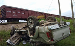 Quảng Ngãi: Va chạm với tàu hỏa, 2 người trên xe ô tô thương vong