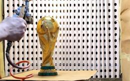 Đột nhập xưởng sản xuất Cúp vàng World Cup giá 456 tỷ đồng: Ánh hào quang giữa khói bụi