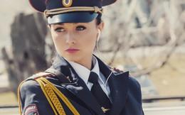 Fan bóng đá muốn vào tù sau khi chứng kiến nhan sắc xinh đẹp của nữ cảnh sát Nga