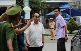 Cử tri trả lại bằng khen của UBND TP.HCM ngay tại buổi đối thoại với Bí thư Nguyễn Thiện Nhân