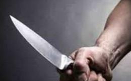 Chồng cầm dao chém vợ đến tử vong trước mặt các em