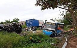 Xe khách đấu đầu ô tô con, 2 người tử vong, nhiều người bị thương