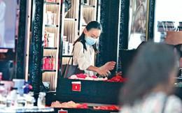 Chia tay tỷ phú mà không có danh phận, kiều nữ Hồng Kông sống tiết kiệm, săn đồ lót giảm giá ở siêu thị