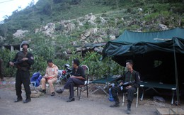 """Cảnh sát lập chốt kiểm soát người ra vào """"thung lũng ma túy"""" ở Lóng Luông"""