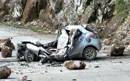 Trước khi đá rơi trúng ô tô, tài xế quay đầu xe nhưng không kịp