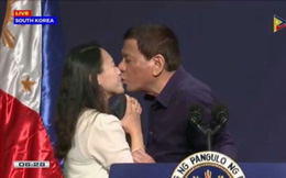 Tổng thống Duterte gây bão vì chạm môi cô gái có chồng