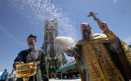 24h qua ảnh: Linh mục làm lễ ban phước trước tên lửa đẩy Soyuz FG