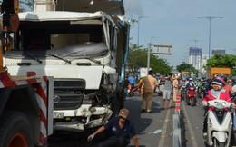 Xe tải lật trên đại lộ Võ Văn Kiệt, đường về trung tâm Sài Gòn ùn ứ