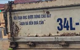 Dòng chữ ở đuôi xe tải khiến nhiều người tò mò tiến gần đọc, thấy rồi lại mong tránh xa