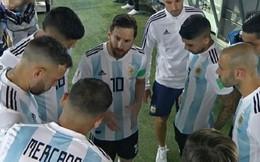 Messi bất ngờ bị tố trù dập 2 đồng đội ở tuyển Argentina