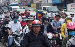 Ôm cua gấp khiến container lật nhào, các cửa ngõ ra vào sân bay Tân Sơn Nhất ùn tắc