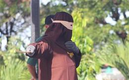 Indonesia: Quan hệ đồng tính, ngoại tình bị phạt roi giữa phố