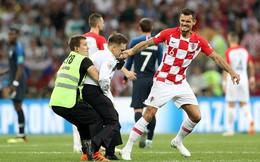 Fan cuồng vào sân, đại náo trận Chung kết World Cup 2018