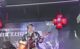 Tròn 1 tháng ly hôn với thiên kim tiểu thư Singapore, Ngô Kiến Hào xuất hiện tiều tụy, kém sắc