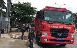 Rò rỉ khí gas khiến 10 người ngất xỉu, xe cấp cứu và bác sĩ túc trực tại hiện trường