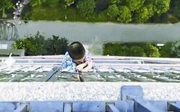 Bé 5 tuổi sống sót kỳ diệu sau khi rơi từ tầng 20