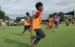 Trong khi cầu thủ Việt tiếp tục đánh trọng tài, thì Campuchia lập kỷ lục thế giới