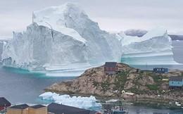 Dân làng ở Greenland phải sơ tán vì khối băng khổng lồ tách khỏi sông băng ở gần bờ