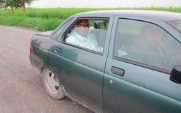 Không phải xe bọc thép, ông Kim Jong-un thị sát biên giới TQ trên chiếc Lada cũ của Nga